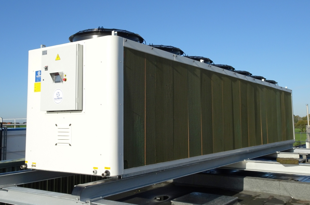 Low maintenance costs, savings on water consumption and legionella-proof are just some of the advantages of an adiabatic cooling tower. But how does an adiabatic cooling tower work exactly?